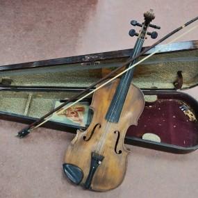 Violon, instrument de musique (brisé)