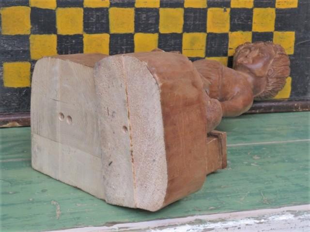 Sculpture en bois signée Lynn, art populaire 3