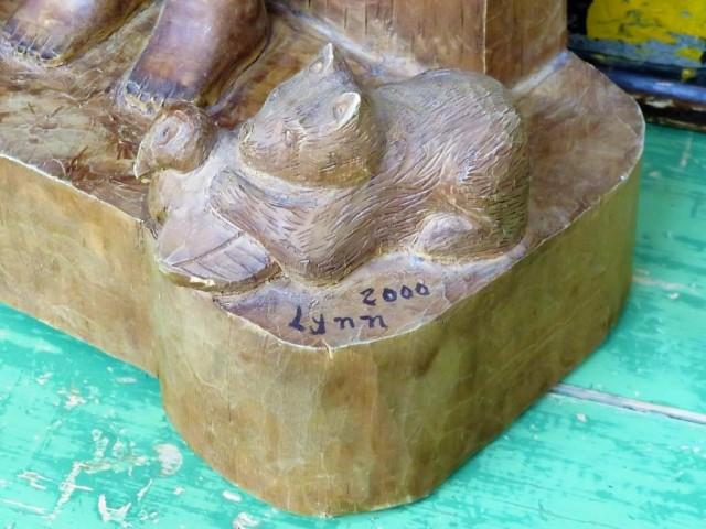 Sculpture en bois signée Lynn, art populaire 4
