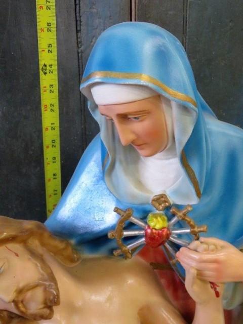 Statue religieuse signée Carli, La pietà 3