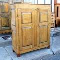 Petite armoire-bahut ornée de 8 caissons soulevés en double reliefs - 6