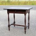 Petite table à traverse - 1