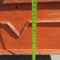 Coffre en pin ceinturé d'une moulure en V, clous carrés - 4