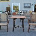 Chaises et table rustiques - 1
