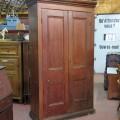 Grande armoire en pin, panneaux creux - 1